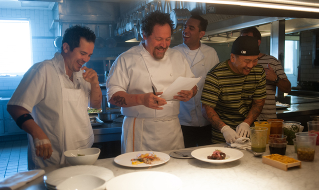 chef-behind-the-scenes-john-leguizamo-jon-favreau-bobby-cannavale-chef-roy-choi-636-380