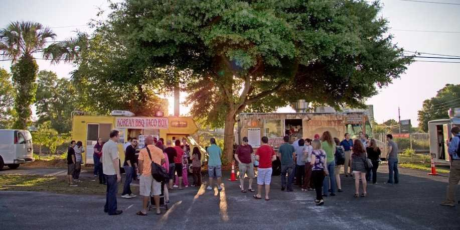 people-lining-up-for-food-trucks-in-orlando
