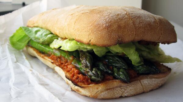 PEPE Food Truck - Trigueros con Romesco
