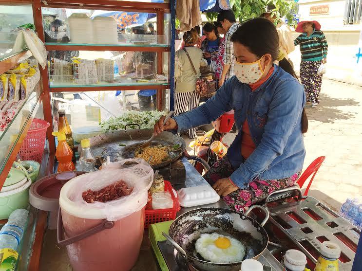 Cambodian Street Food - Ramen Noodles