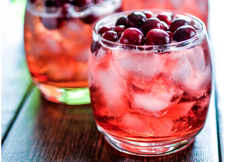 cinnamon and cranberry bourbon spritzer