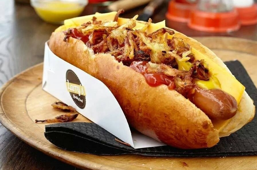the best hot dog in paris it 39 s all about the bun roaming hunger. Black Bedroom Furniture Sets. Home Design Ideas